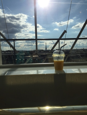 Smoothie with Eiffel tower in the back round!